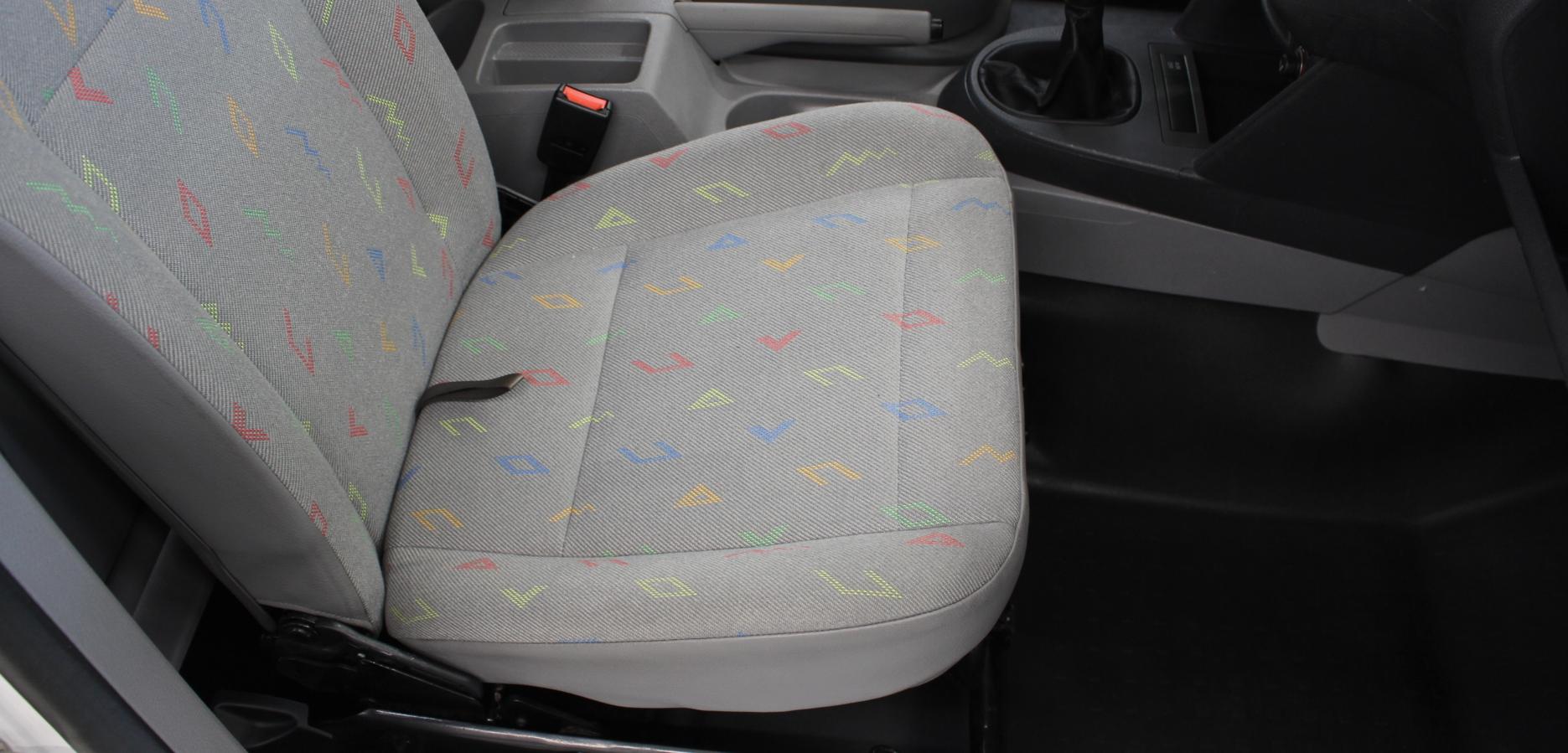 Beifahrersitz nach der Aufbereitung (ohne Sitzbezug)