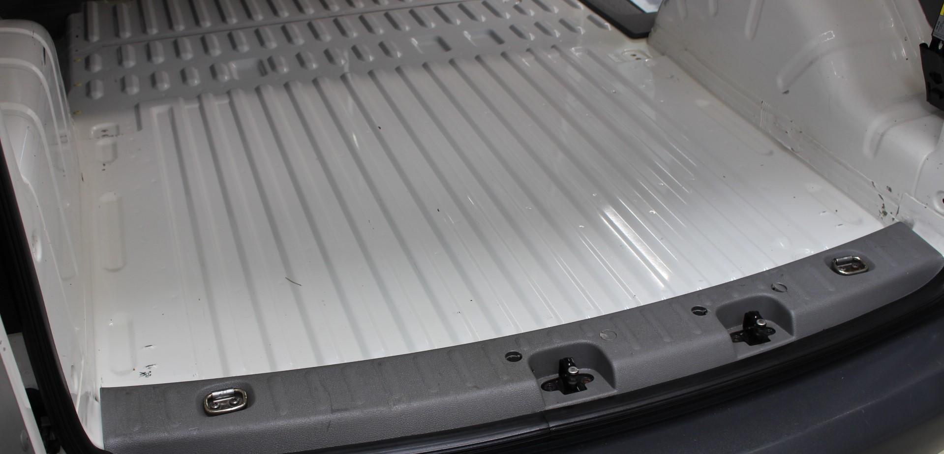 Kofferraum nach der Aufbereitung (ohne Spanplatte)